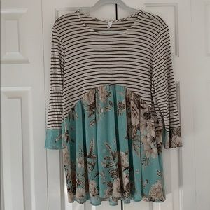 Like new Honeyme striped/floral top